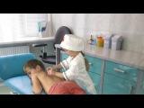 Дети играют в доктора - Дети играют в доктора - Доктор Настя лечит банками. Травма на детской площад
