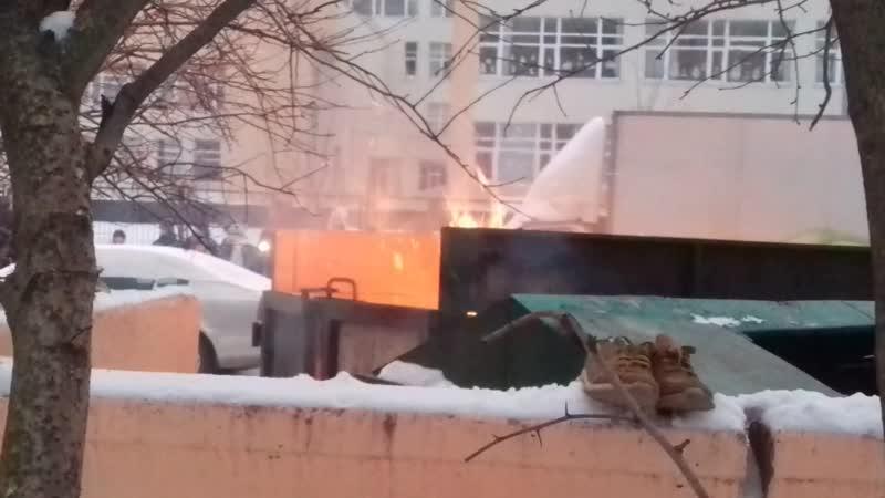 Тушение мусорного пожара в Лахта микр
