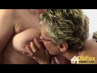 2 старые подруги сосут член мужика big huge fat tits bbw round suck cock dick mature ЖМЖ