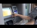 Как снять деньги с банковской карты за границей без комиссии