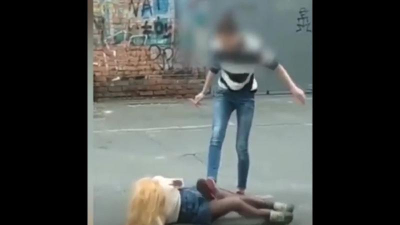 Избиение подростка во Владивостоке (1080p).mp4