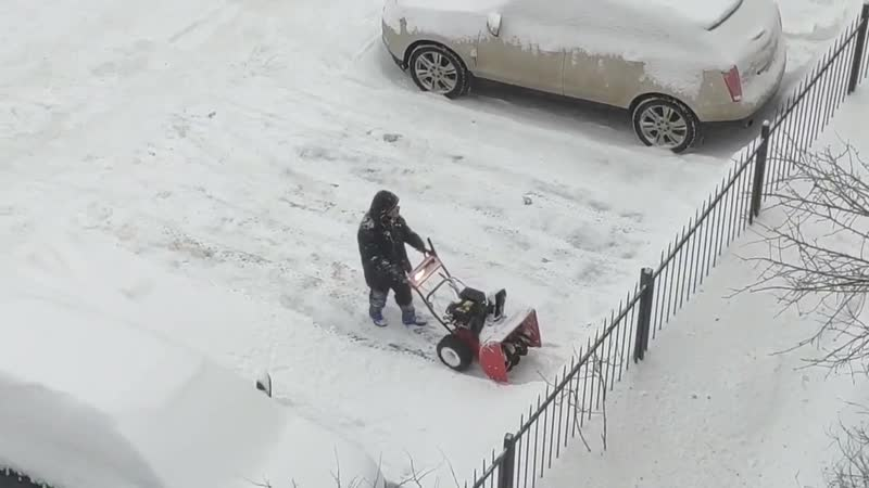 В Санкт-Петербурге начались «войны коммунальщиков». Горожане жалуются на то, что на Шпалерной улице снег перекидывается на чужой