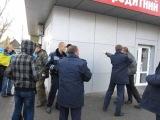 Потасовка на митинге В Мелитополе! Один в поле воин! Против толпы!