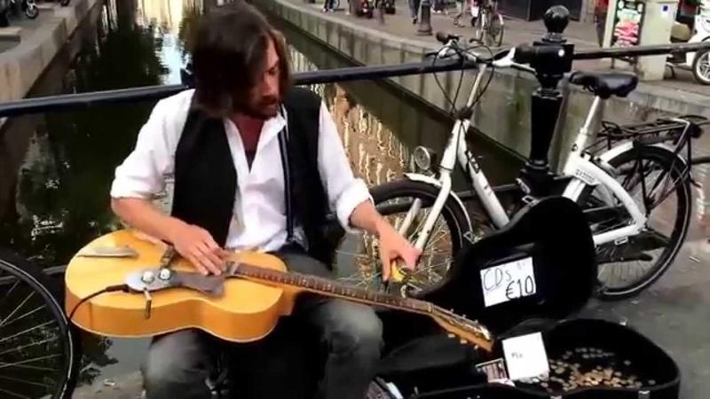 Sokakta İlginç Blues Gitar Performansı