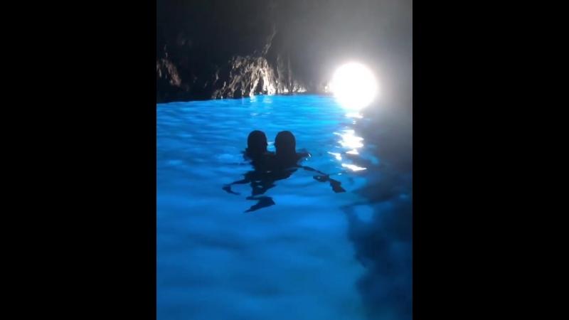 06 08 2018 Том и Хайди Голубой грот остров Капри Италия