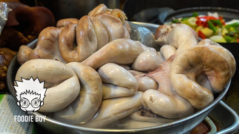 Boiled Pig Uterus with Vegetable / Korean Street Food / Kwangjang Market, Seoul Korea
