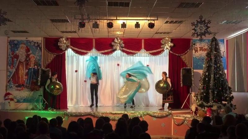 Новогодняя ёлка в актовом зале Спектакль Снежная королева