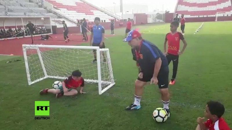 Einmal mit Maradona Fussball spielen: Legende erfüllt beinlosem Junge seinen Traum