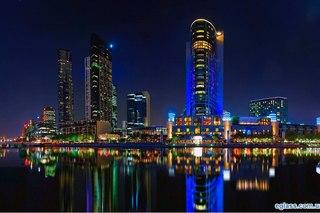 Обои разноцветные огни, большого города, сияние над водой. разноцветные огни...