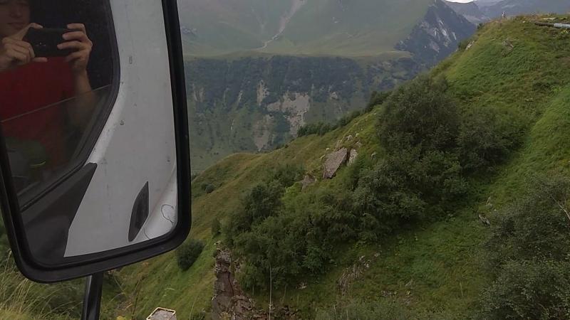 Дорога в Тбилиси вблизи Гудаури