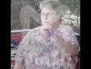 Женщина стала звездой интернета после караоке на барбекю