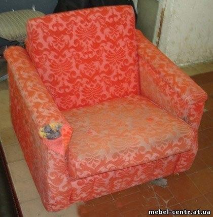Ремонт старого кресла с деревянными подлокотниками