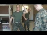 Field day in the U.S. Marine barracks. Традиция Морской пехоты США натирать полы в казарме по четвергам бывает весёлой.