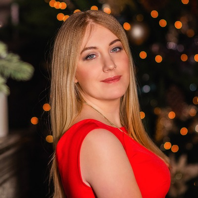 Олюня Романенко