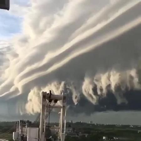 Wonderful storm ( 8D sound )