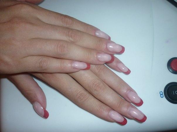 цветной френч акриловые ногти с удлинением ногтевой пластины.