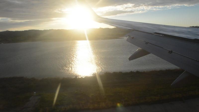Посадка в аэропорту Керкира.Корфу.Греция. Самая короткая ВПП в Европе.
