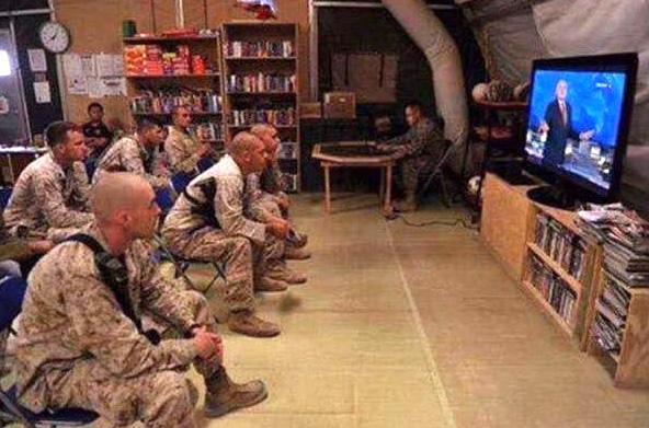 Морпехи США в Украине случайно включили передачу Киселёва. Ночью трое ушли в ополчение..