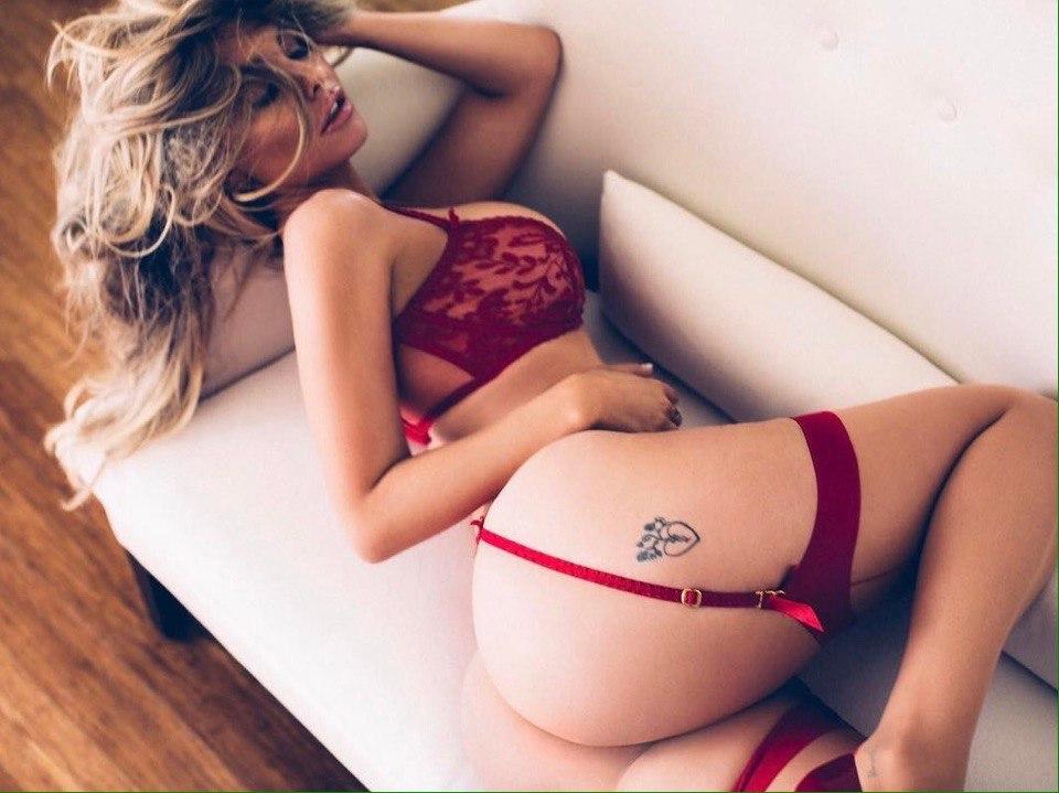 Красивое фото девушек в постели