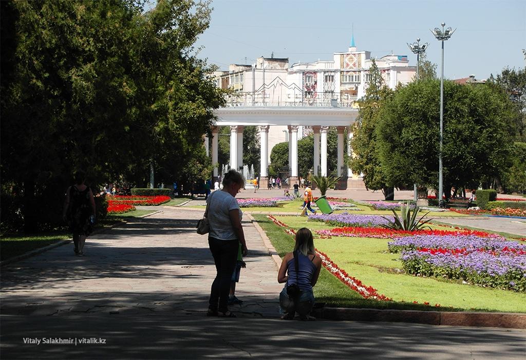 Центральная Аллея в Парке Горького, Алматы 2018