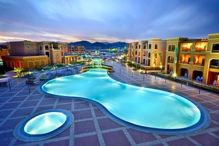 Из окон отеля Sea Club Aqua Park открывается великолепный вид на море и остров Tiran.  Расположен отель в 5 км от...