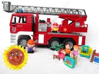 Машинки. Игрушка BRUDER. Пожарная машина для детей со шлангом и насосом. BRUDER. Fire truck.