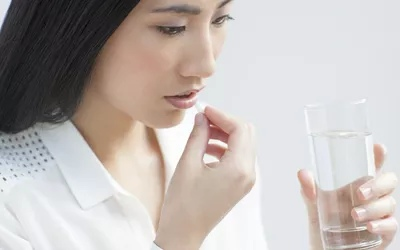 Габапентин (Нейронтин) используется с другими лекарствами для предотвращения и контроля судорог.