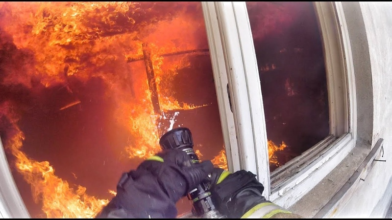 Пожар в неэксплуатируемом здании, 2 ранг, Пожарный BRZ