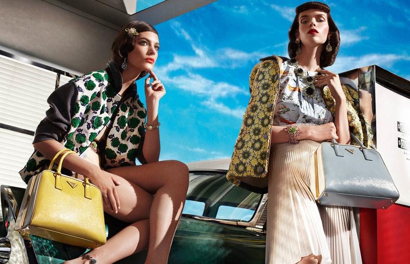 63b068bdc65c Более века модный дом Prada уверенно бороздит просторы мира моды. Столетний  юбилей пришелся на 2013 г.