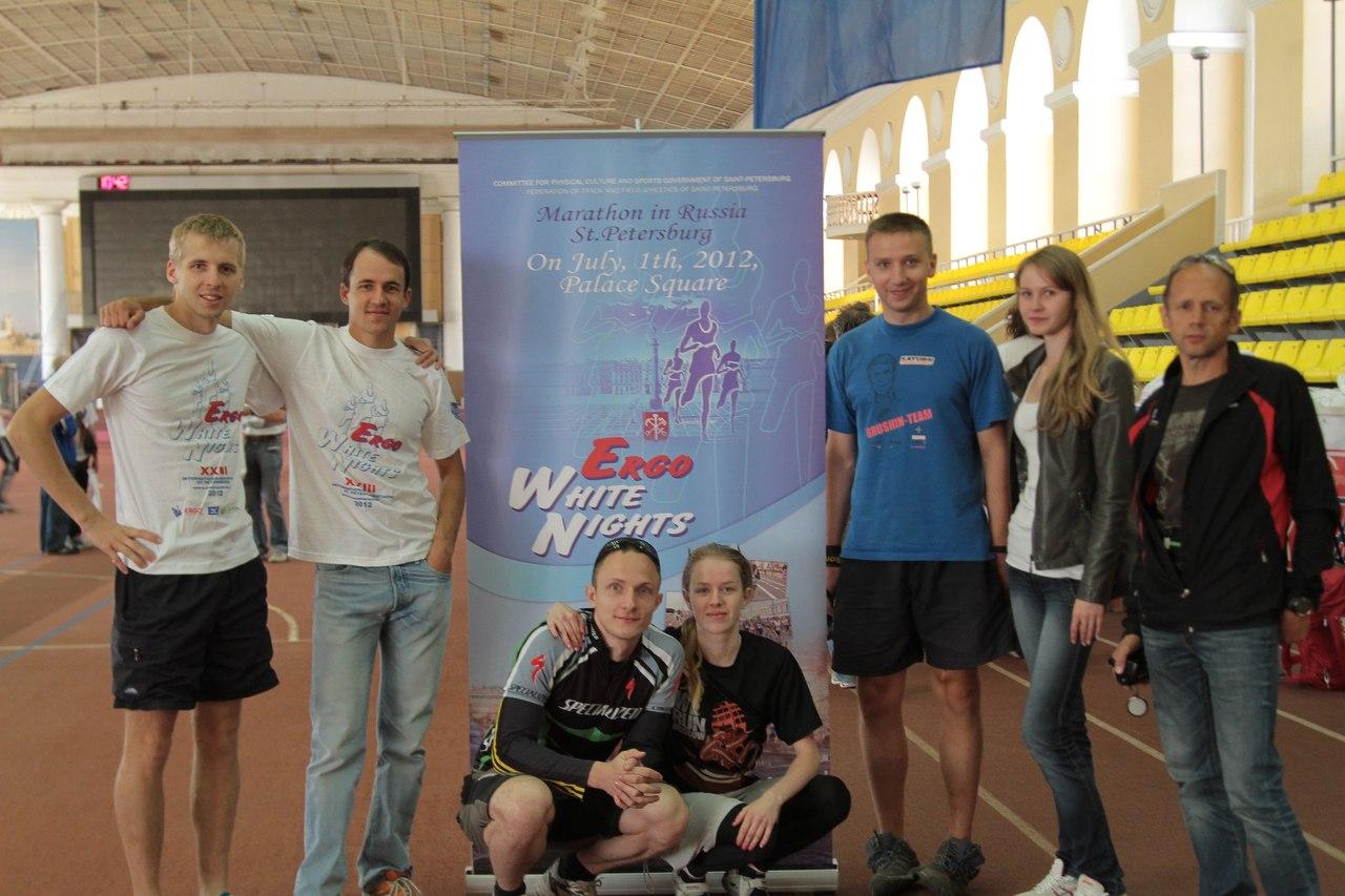 Калужские бегуны после регистрации на марафон