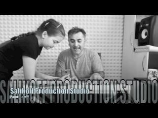 #salikoffproduction Кто-то с нуля поднимается и обучается азам пения, а с кем-то разучиваем новую песню. #алибексаликов #учимся