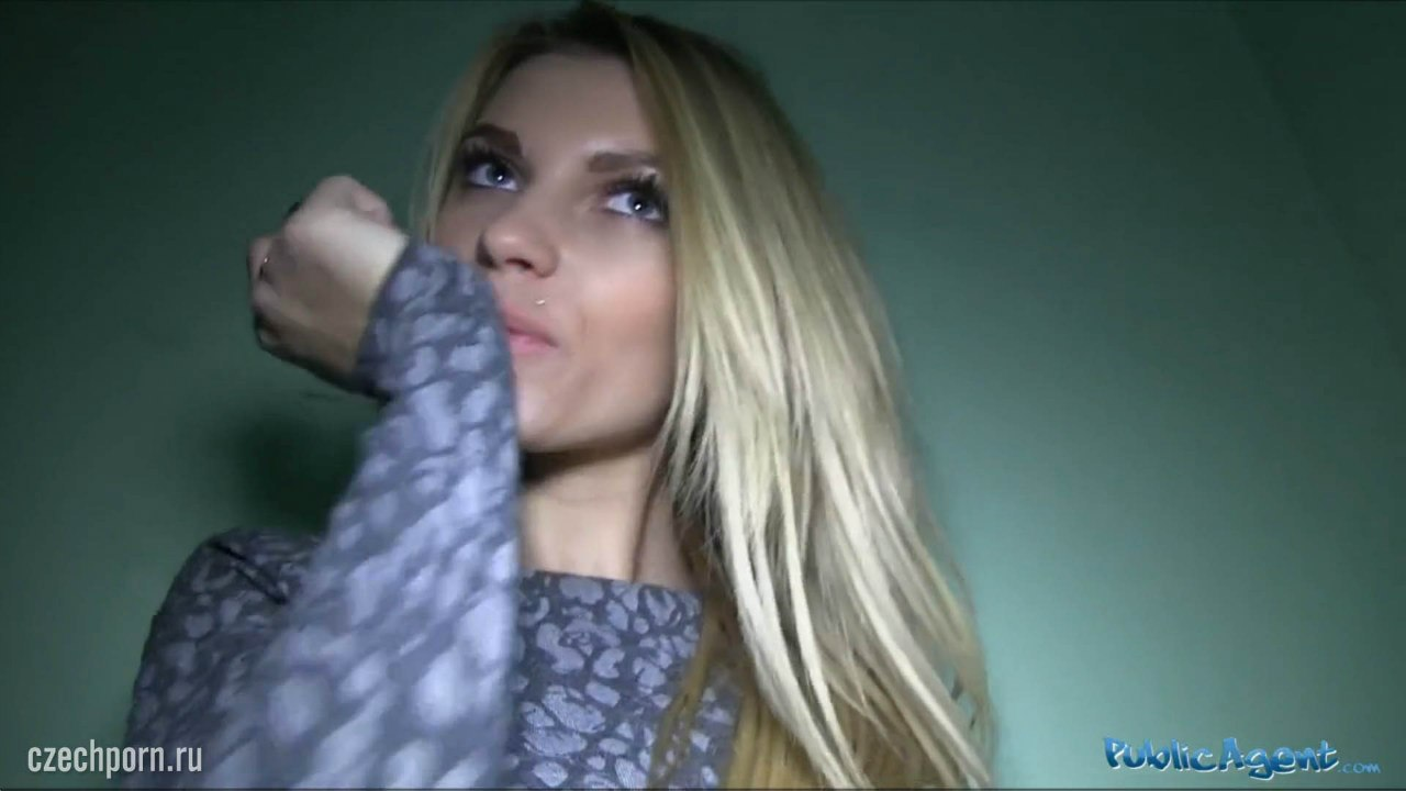 [PublicAgent] Karina Grand (Красивую фитоняшку трахают в подъезде)