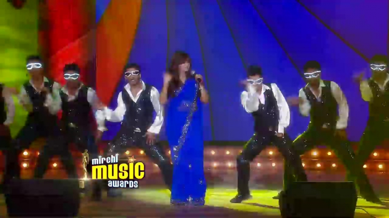 Shreya Ghoshals melodious performance at the 5th Mirchi Music Awards