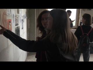 Влада Трошина и Юля Самойлова на выставке «Процесс» Леви Абиано