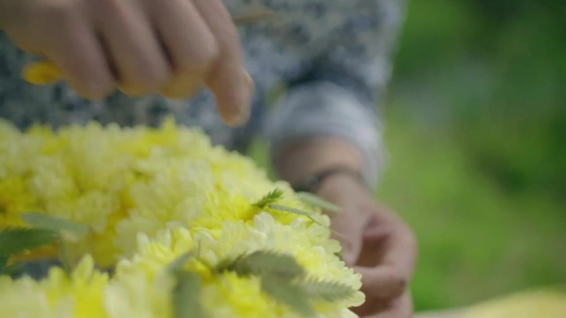 A summer table decoration Flower Factor tutorial Powered by Deliflor Chrysanten
