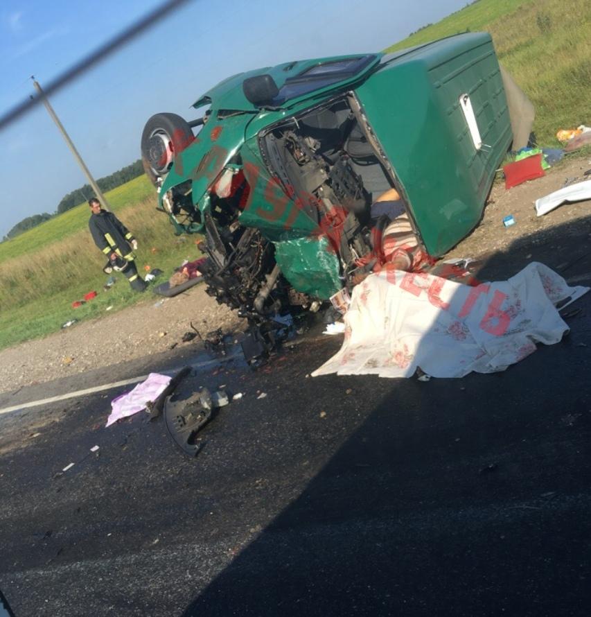 Шесть человек погибли и шесть пострадали в ДТП на трассе М-3 в Мещовском районе