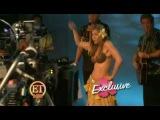Jennifer Aniston and Nicole Kidman dancing the hula-hula!