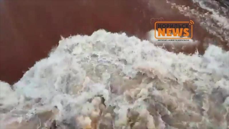 Кровавая река Далдыкан в Норильске