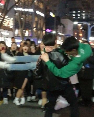 """서연 on Instagram """"👏👏👏maxxam 오새봄 오새봄 maxxam김민석  🎶 troublemaker  korea hongdae performance 공연 댄스팀 kpop likeforfollow 버스킹 kpoplikeforlike"""""""