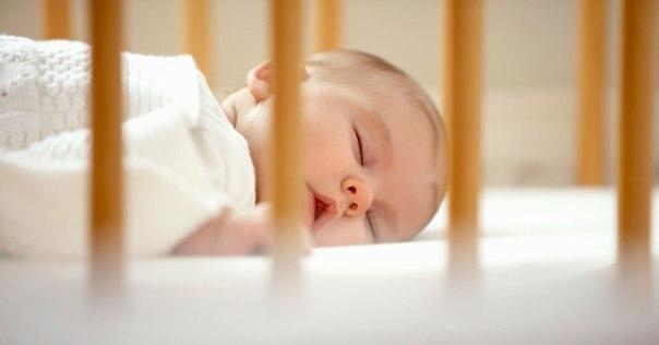 Как приучить новорожденного спать в своей кроватке