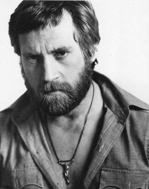 Пло́тников, Вале́рий Фёдорович (родился 20 октября 1943 года) советский и российский фотограф. Родился 20 октября 1943 года в эвакуации, в Барнауле. С осени 1945 года живёт в Санкт-Петербурге.