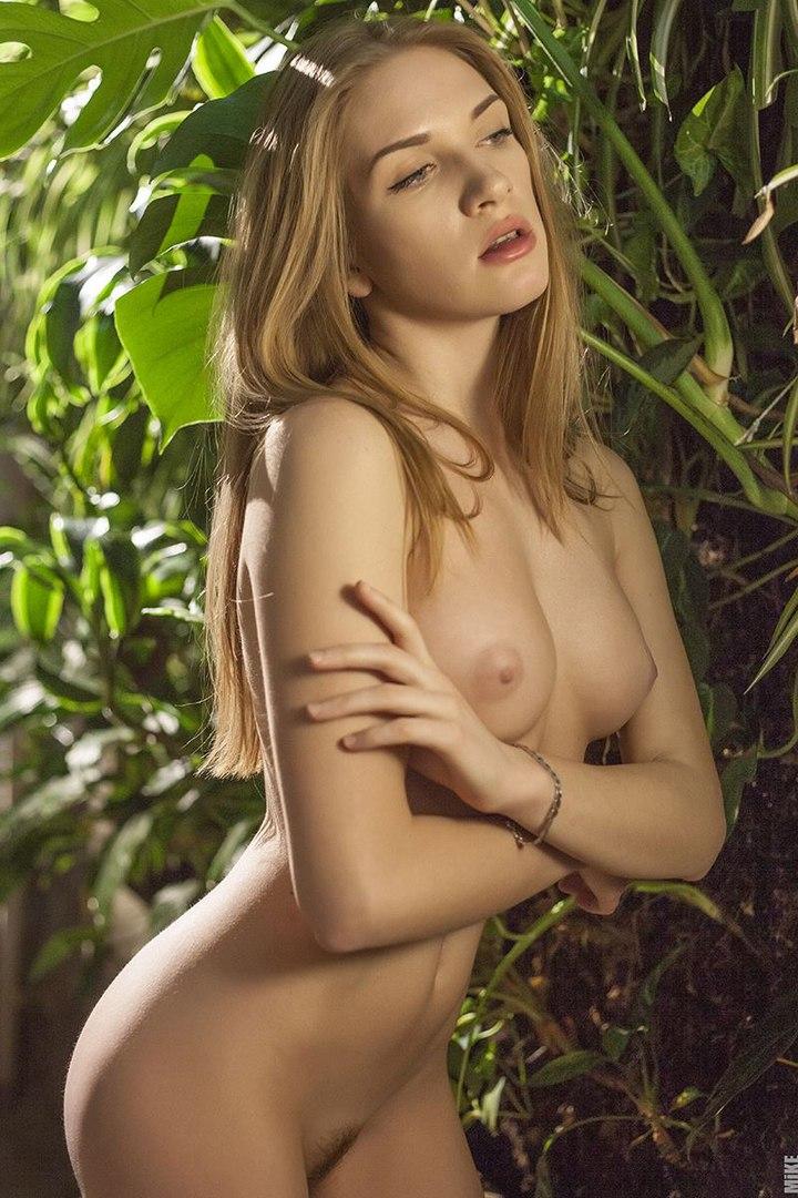 Фото ню моделей