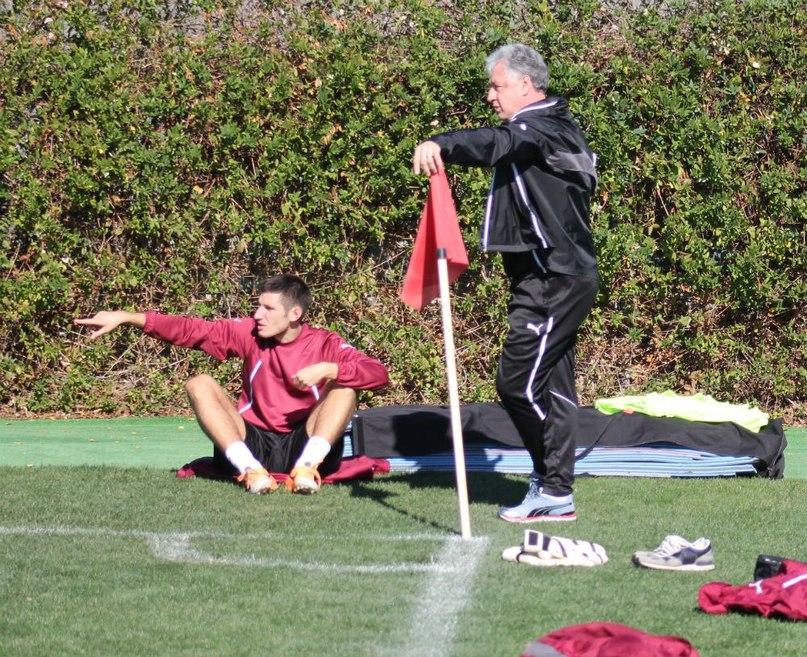 Бурлак указывает тренеру путь к победам. Фото: официальный сайт