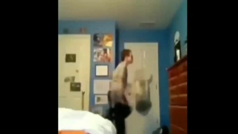 гоне флад и лизер школьник танцует
