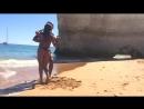 Шикарный танец на пляже