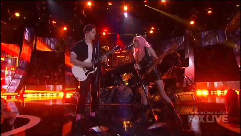 Halsey Without Me 11 Minutes ft YUNGBLUD Travis Barker Live At iHeartRadio MA 2019