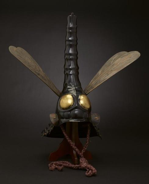 Самурайский шлем в форме стрекозы. Если не победить, то хоть рассмешить. :)ХVII в.Япония