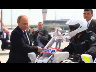 Путин покидает Австралию...масовку  нагнали .Наверно  Тимур Бекмамбетов снимал,  чувствуется  рука профессионала