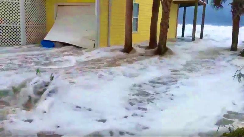 Ураган Флоренс достиг США Топит не на шутку!