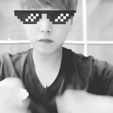 """성민 on Instagram: """"하루완성 손가락댄스~! 나두나두 인싸할꺼얌~!^ㅡ^  vt.tiktok.com/mB18y/"""""""